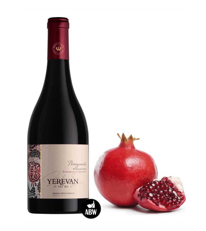 Bouteille de vin semi-doux à la grenade d'Armenia Wine