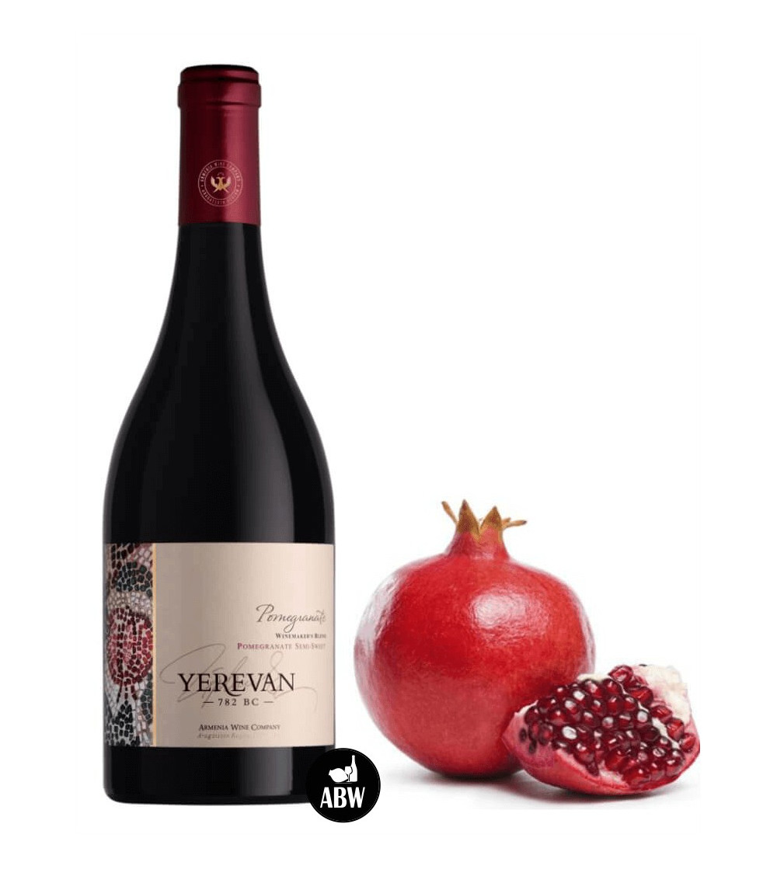 Halfzoete Granaatappel fles van Armenia Wine